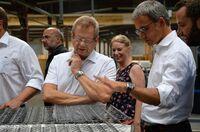 Wilfried Oellers MdB und Thomas Schnelle MdL zu Gast bei der Matratzenfabrik Houben