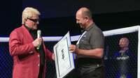 Karate-Legende Toni Dietl ehrt Heino mit Ehren-Dan