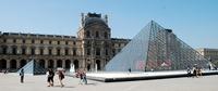 Internationale Kunst im Louvre Paris