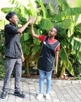 Zwei Azubis aus Kenia