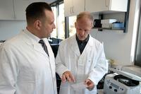 Politics meets Science: Landtagsabgeordneter Oliver Schatta besuchte Leibniz-Institut DSMZ in Braunschweig