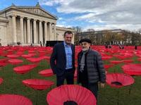 Kunst trifft auf Hightech: 3.000 Mohnblumen für den Frieden