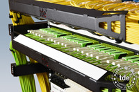 Jetzt mit integriertem Beschriftungsfeld: Abnehmbare Patchkabelführungswanne für neue tML-Systemplattform