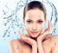 Starten Sie verjüngt, mit ebenmäßigem Hautbild und frischem Teint ins Jahr 2019. Jet Peel: die beste Behandlung gegen Falten und viele Hautprobleme.