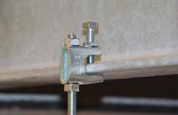 Schnelle Montage von Rohrleitungen an Stahlträger