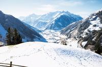 Schneeflocken und Wintersonne