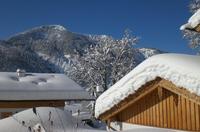 Dächer vor Schneelast schützen - Saisonale Verbraucherinformation der ERGO Versicherung