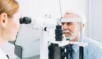 Augenarzt für Neuss: Grauer Star und Frakturrisiko
