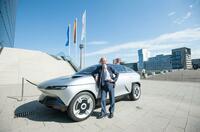 Mit dem AKXY in die automobile Welt von morgen: Asahi Kasei zeigt sein Konzeptfahrzeug auf dem CAR Symposium 2019