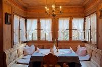 Eintauchen in Südtiroler Kultur - beim Geschichten-Dinner im Waldgasthof Buchenhain