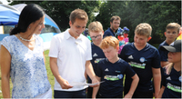 Weltmeister Philipp Lahm lädt junge Leukämiepatienten ein
