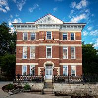 Exquisiter Luxus in ehemaligem Gefängnis: Jail Hill Inn in Galena / Illinois zum besten B&B der USA gekürt