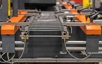 Vom Draht zur 300 mm langen Vollgewindeschraube mit 10 mm Gewinde in einer einzigen Maschine