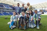"""Die brasilianische Fußballnationalmannschaft erhält den """"Pokal der neun Werte"""""""