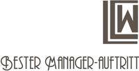 """Timotheus Höttges, Vorstandsvorsitzender der Deutschen Telekom AG, nimmt den Preis """"Bester Manager-Auftritt in 2018"""" entgegen"""