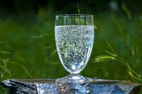 Tipps zum Nachmachen: Mit Mineralwasser das Ostermenü perfekt abrunden