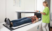 Kontrolle mit Knochendichtemessung (Osteodensitometrie)