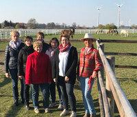 Agrar-Managerinnen inspizieren Gut Aiderbichl in Niedersachsen