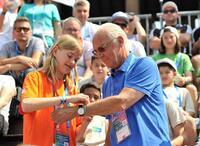 """showimage Franz Beckenbauer teilt als Botschafter von """"Fußball für Freundschaft"""" sein Fußballwissen mit jungen Spielern aus der ganzen Welt in Madrid"""