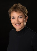 showimage Anna-Maria Reichel ist verheiratet, hat zwei erwachsene Kinder und drei Enkelkinder. Sie lebt und arbeitet in der von der UNESCO als Weltkulturerbe au