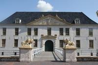 showimage Kunsttage Dornum: Skulpturen und Malereien im Schloss