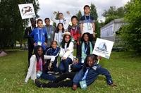 """Junge Botschafter von """"Fußball für Freundschaft"""" nehmen an den Vorbereitungen zur Welturaufführung eines Märchens über bedrohte Tierarten teil"""