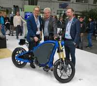 eROCKIT beim Greentech Festival: Nico Rosberg, Andreas Scheuer und Michael Müller bestaunen Elektromotorrad
