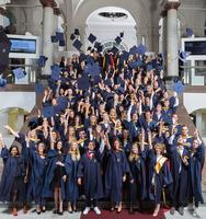 204 Absolventen feiern ihren Masterabschluss