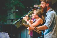 Lauschen im Blätterwald: Rockford in Illinois präsentiert im Sommer Live-Konzerte im Grünen