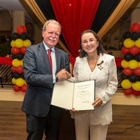 Karolin Troubetzkoy mit dem Bundesverdienstkreuz ausgezeichnet