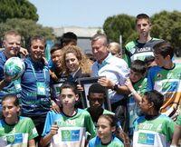 """Das Programm """"Fußball für Freundschaft"""" stellt neuen Guinness Rekord auf:   Fußballunterricht mit der größten internationalen Teilnehmerzahl"""