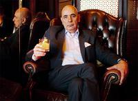 """""""Das Ende einer Ära"""": Barkeeper-Legende Ahmet Ayberk geht in Ruhestand"""