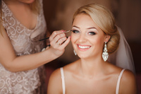 Hochzeits-Styling mit Make-up und Brautfrisur München, Mobiler Brautservice für zuhause
