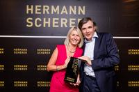 Weltrekord beim Internationalen Speaker Slam - Event-Expertin Nadja Kahn freut sich als Finalistin über Award