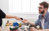 Hilfy vorantreibt das Zugriffsprogramm auf die iPhone Ersatzteile für Werkstätten in Deutschland