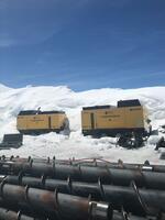 Höheneinsatz für 2 Kompressoren auf dem Plaine Morte Gletscher