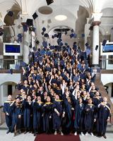 166 Absolventen feiern ihren Masterabschluss