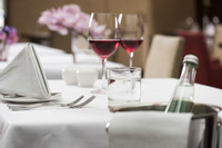 Ein perfektes Team: Natürliches Mineralwasser und Wein