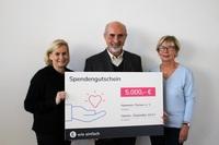 Dortmunderin gewinnt 30 Jahre Gratis-Strom bei E WIE EINFACH und spendet einen Teil des Gewinns: 5.000 Euro für das Hammer Forum e.V.