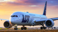 ERSTFLUG: LOT POLISH AIRLINES LANDET IN BEIJING-DAXING