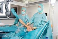 Sehnenriss in der Schulter: Verhindert die frühe OP eine Massenruptur im Alter?