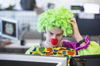 Als Clown ins Büro?- Verbraucherfrage der Woche der ERGO Rechtsschutz Leistungs-GmbH