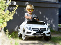 Playtastic Kinderauto Mercedes-Benz GLA 45 in weiß
