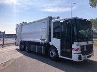 Die Quantron AG elektrifiziert Econic Abfall-Sammelfahrzeuge und macht damit die Entsorgung lokal CO2-frei und leise