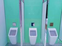 Wirksame Tipps, wie man eine Toilette entkalken kann