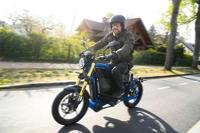 eMobility: Rockstar Martin Kesici testet E-Motorrad eROCKIT