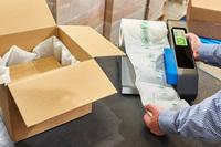 """""""Grüne"""" Verpackung von Flöter - AirWave Bio Luftpolsterfolien für sichere und nachhaltige Versandlösungen"""
