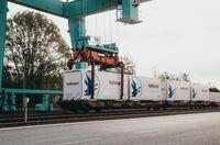 Hellmann verlädt als erster Nutzer Güter im MegaHub Lehrte