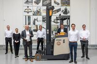 Prämiert für zukunftsweisende Innovationen: Crown Schubmaststapler ESR 1000 mit IFOY Award 2020 ausgezeichnet
