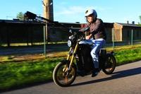 eMobility-Innovation: Aaron Troschke besichtigt eROCKIT-Produktion
